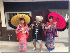 琉球衣装で並木散策♪
